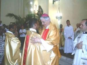 Monsignor Menichelli ordina due confratelli sacerdoti nel santuario San Camillo di Bucchianico