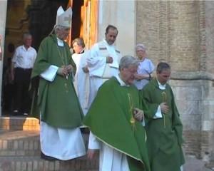 Celebra l'eucaristia a Bucchianico con p. F. Monks e p. R. Salvatore