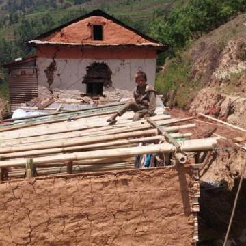 La lotta contro il tempo per il Nepal allo stremo
