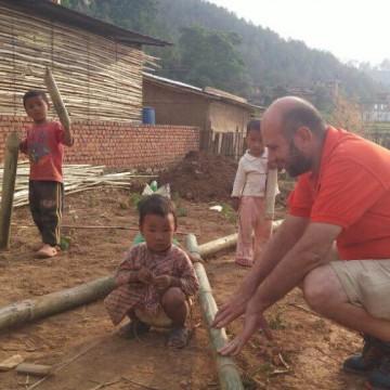 In Nepal tra le tende spuntano le prime case