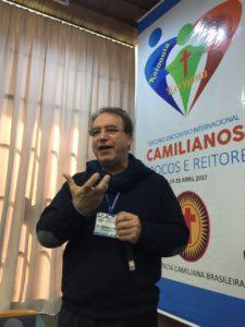 P. Vincenzo Capozza presenta l'iniziativa delle missioni Camilliane parrocchiali.